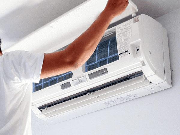 Tecnico-riparazione-climatizzatori-bologna